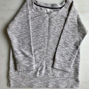 ✨HOLIDAY SWEATER✨ Lou & Grey gold threaded sweater